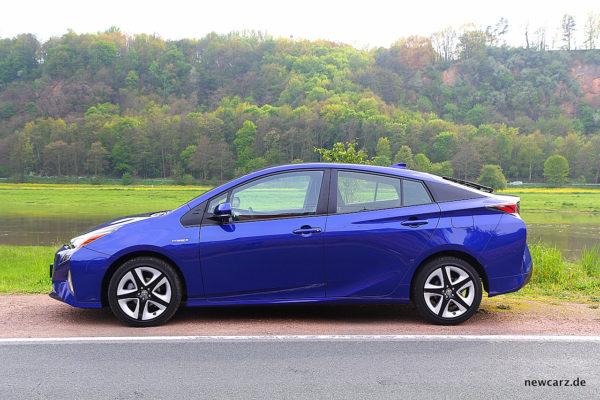 Toyota Prius IV Silhouette