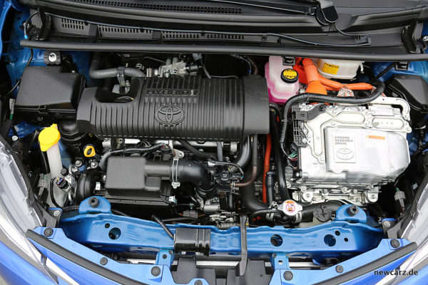 Toyota Yaris 2017 Hybrid Engine