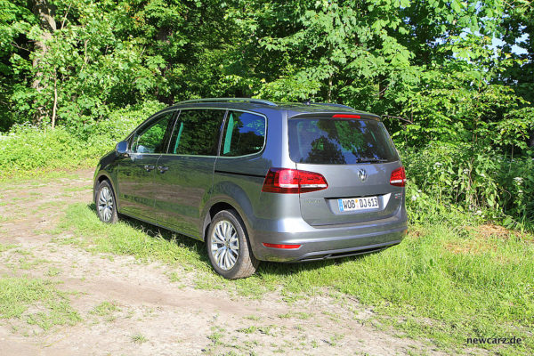 VW Sharan schräg hinten