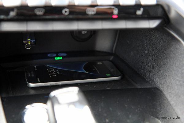 Peugeot 3008 GT Ladestation induktiv