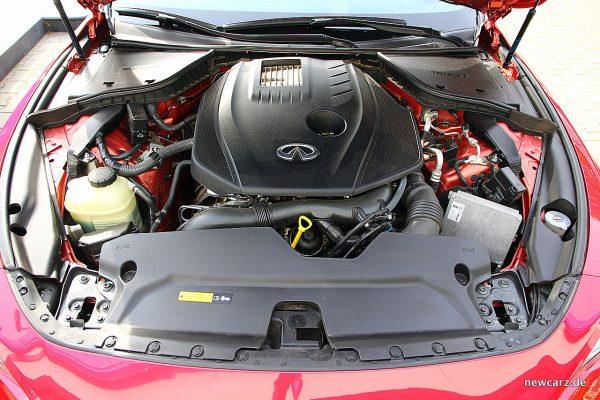 Infiniti Q60 Motorraum