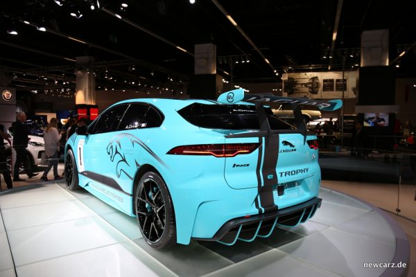 Jaguar i-Pace e-TROPHY schräg hinten