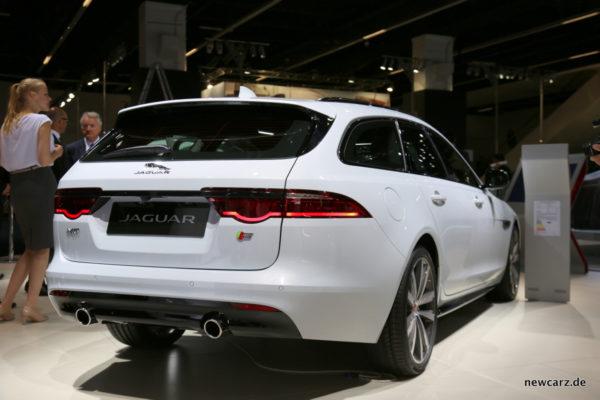 Jaguar XF Sportbrake schräg hinten
