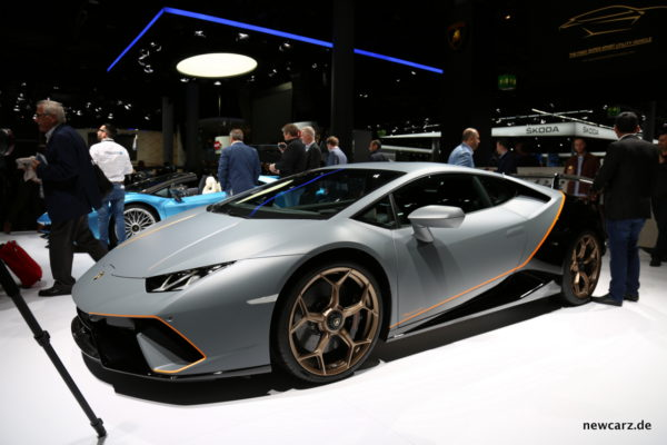 Lamborghini Huracan Performante vorn schräg