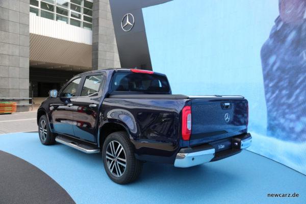 Mercedes X-Klasse schräg hinten