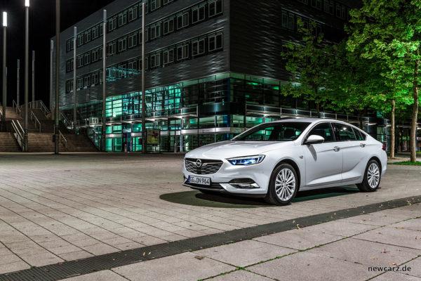 Opel Insignia schräg vorne