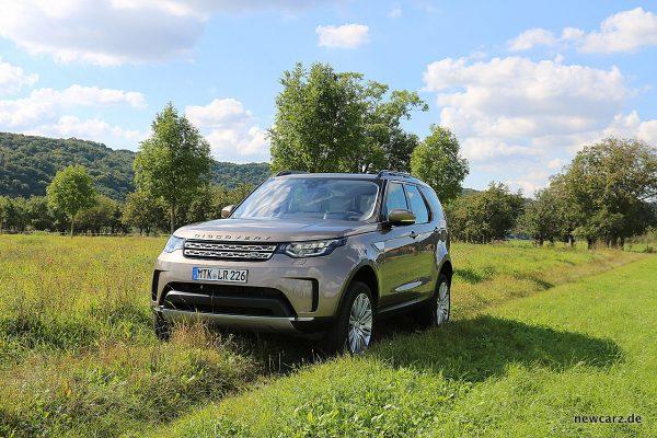 Land Rover Discovery 5 schräg vorn links