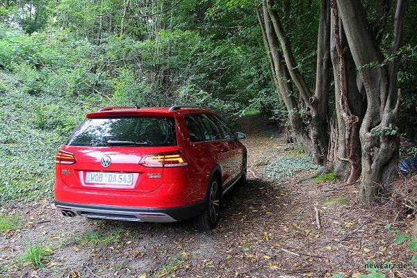 VW Golf Alltrack Variant offroad