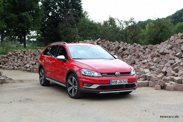 VW Golf Alltrack Variant schräg vorne rechts