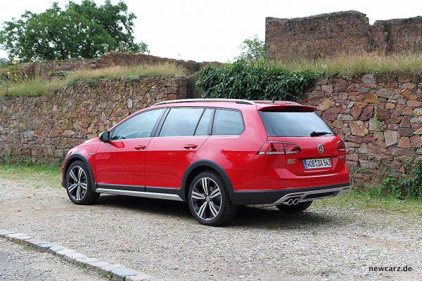 VW Golf Alltrack Variant schräg hinten