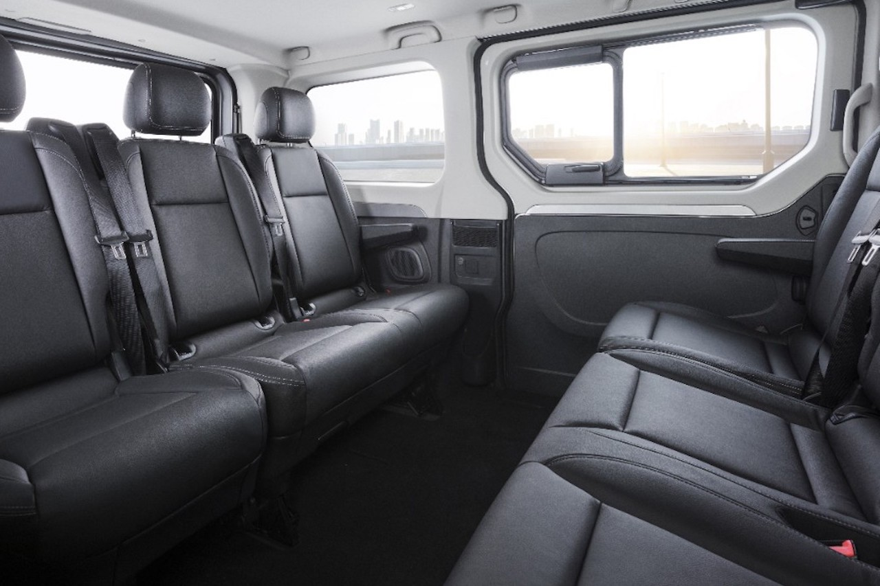 opel vivaro tourer neuer gro raum van newcarz. Black Bedroom Furniture Sets. Home Design Ideas