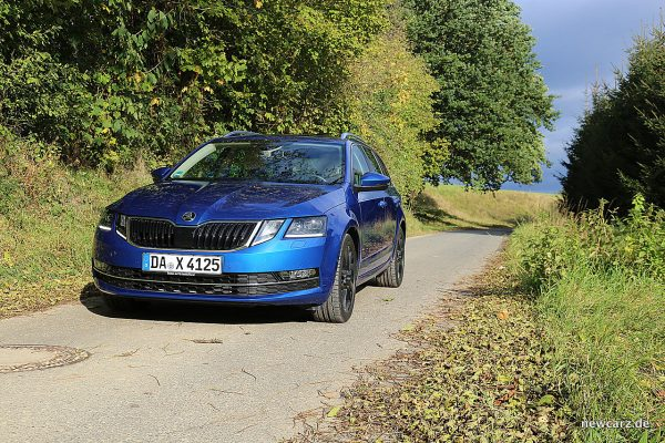 Skoda Octavia Combi Facelift schräg vorn links