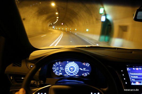 Cadillac Escalade Tunnelfahrt