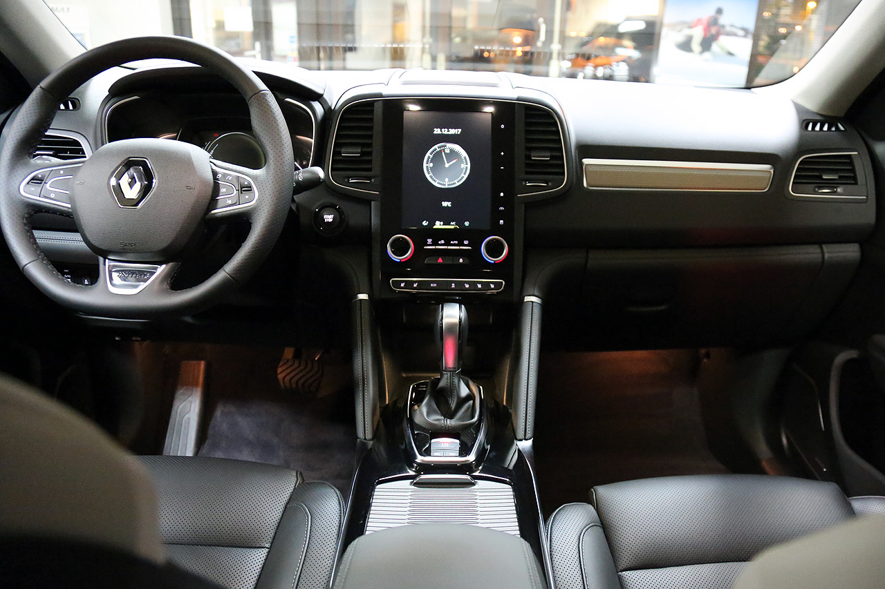Renault Koleos Initiale Paris Cockpit