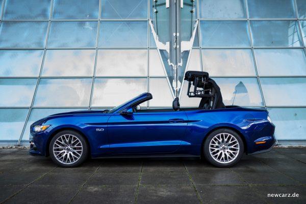 Ford Mustang GT Convertible Seite öffnend