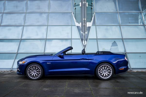 Ford Mustang GT Convertible Seite offen