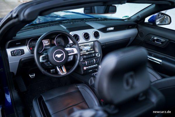 Ford Mustang GT Convertible Fahrerbereich