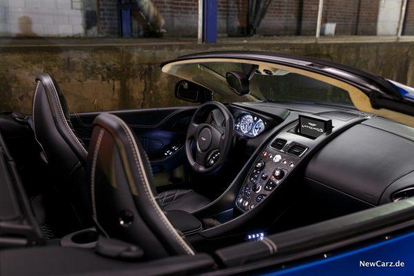 Aston Martin Vanquish S Volante Innenraum