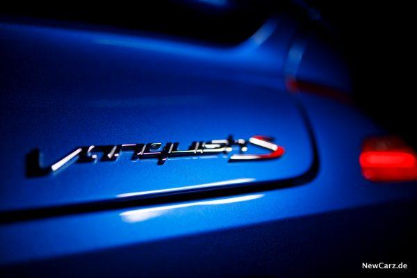 Aston Martin Vanquish S Volante Plakette