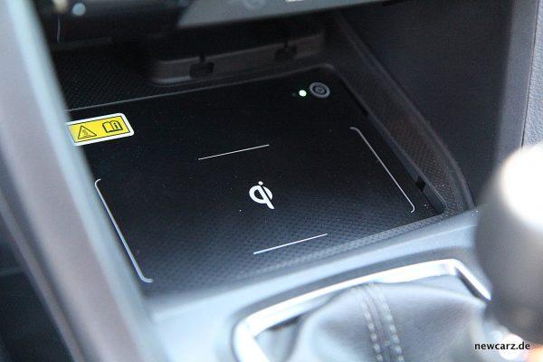 Honda Civic MKX induktive Ladestation