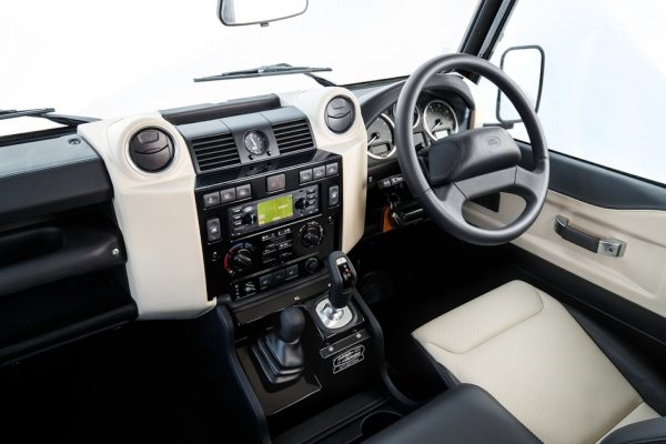 Land Rover Defender Works V8 Interieur
