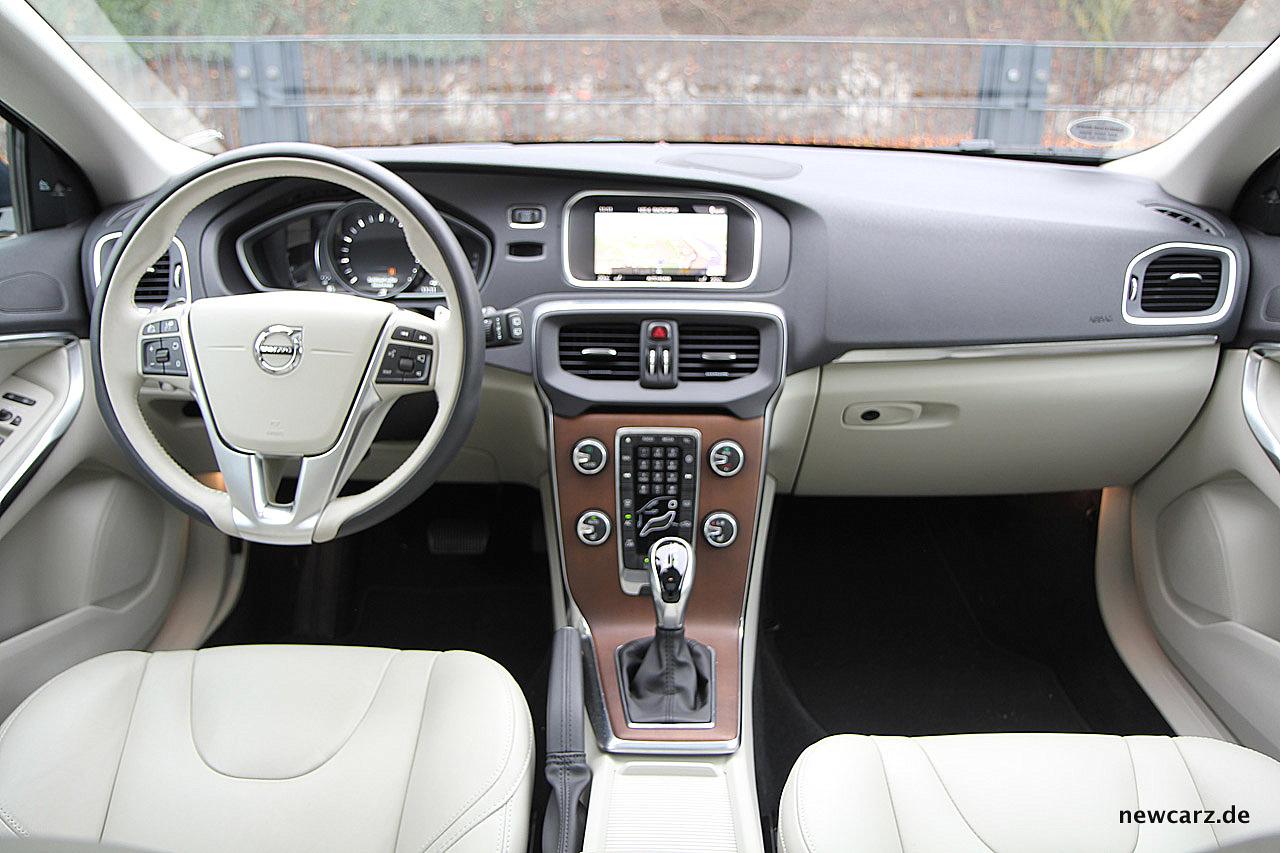 Uitgelezene Volvo V40 Facelift - Halbzeit mit Polarstern - NewCarz.de EJ-82