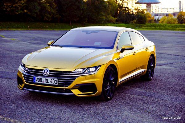 VW Arteon 4Motion schräg vorn links