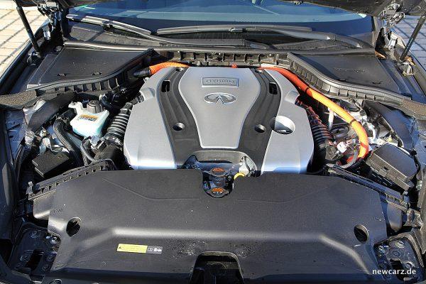Infiniti Q50S Hybrid Motorraum