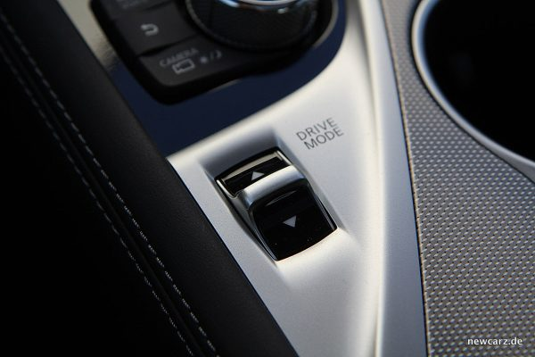 Infiniti Q50S Hybrid Fahrmodusschalter