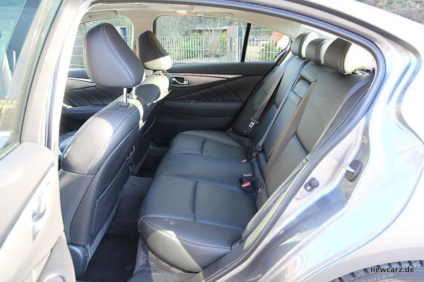 Infiniti Q50S Hybrid Rücksitz