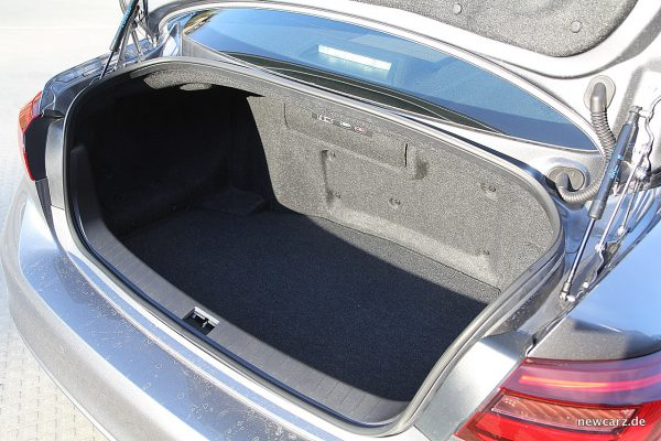 Infiniti Q50S Hybrid Kofferraum