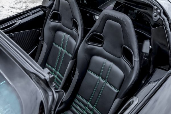 Rezvani Beast Alpha X Blackbird Sitze