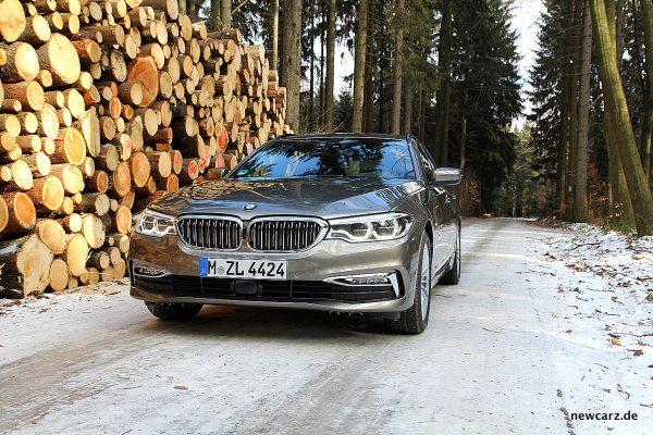 BMW 520d xDrive Touring schräg vorne