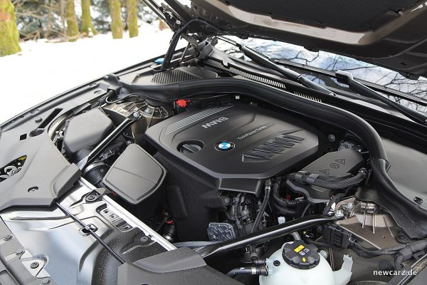 BMW 520d xDrive Touring Motorraum