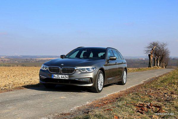 BMW 520d xDrive Touring schräg links vorn
