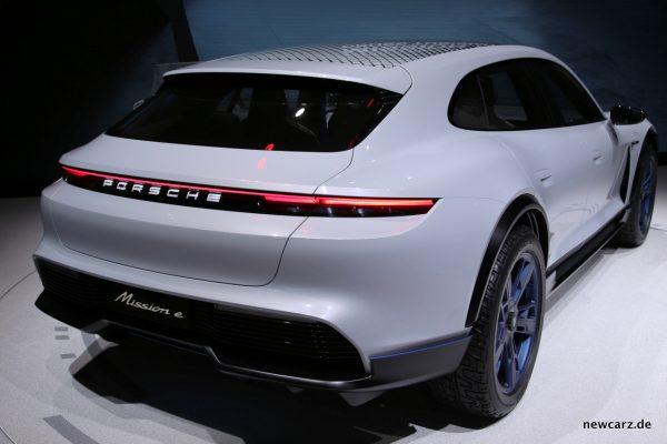 Porsche Cross Turismo schräg hinten
