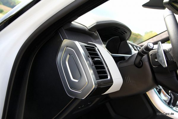 Range Rover Sport SVR Armaturabgrenzung