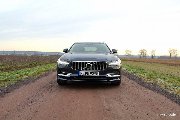 Volvo V90 T8 Twin Engine Front