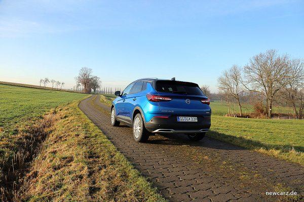 Opel Grandland X schräg hinten