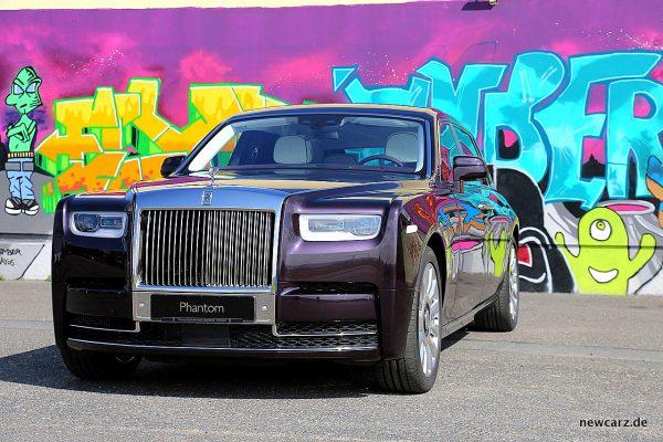 Rolls-Royce Phantom vor Graffiti