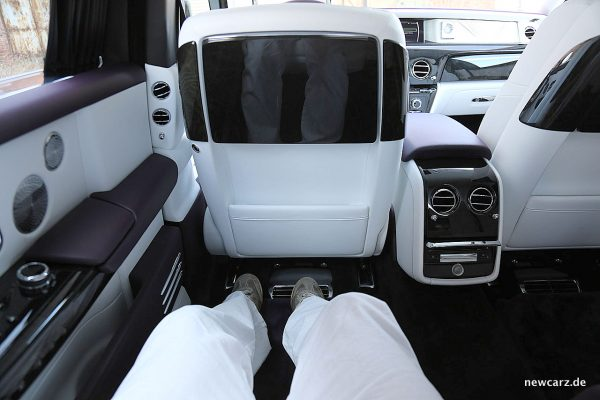 Rolls-Royce Phantom Rücksitz Beinfreiheit.