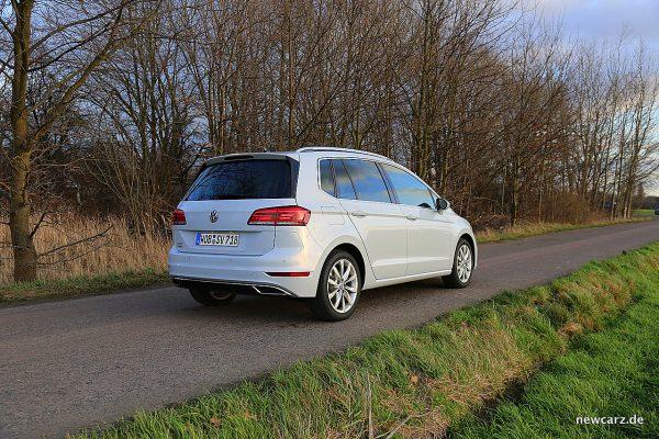 VW Golf Sportsvan schräg hinten rechts