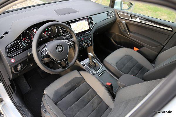 VW Golf Sportsvan Interieur vorne
