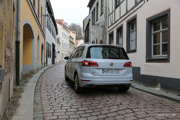 VW Golf Sportsvan schräg hinten