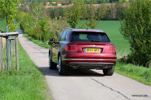 Bentley Bentayga Diesel schräg hinten links