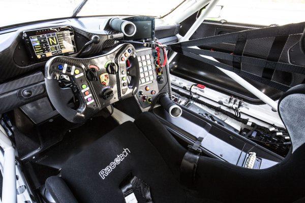 Porsche 911 GT3 R Interieur