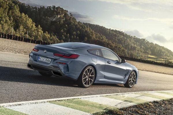 BMW 8er schräg hinten