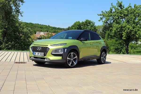 Hyundai Kona schräg vorne links