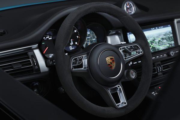 Das GT-Sportlenkrad im neuen Porsche Macan.