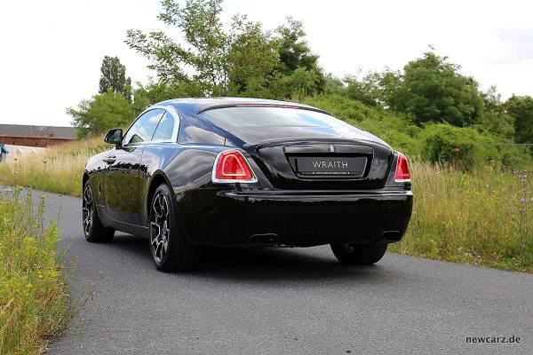 Rolls-Royce Wraith Black Badge schräg hinten